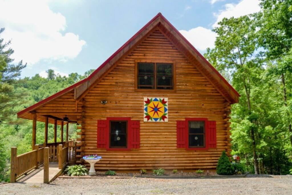 Private 3 bedroom / 3 bathroom log cabin