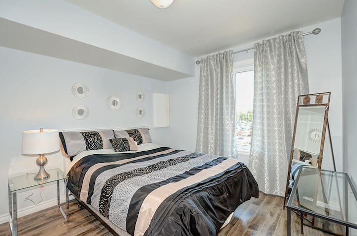 Luxurious  Condo with Balcony in Kitchener
