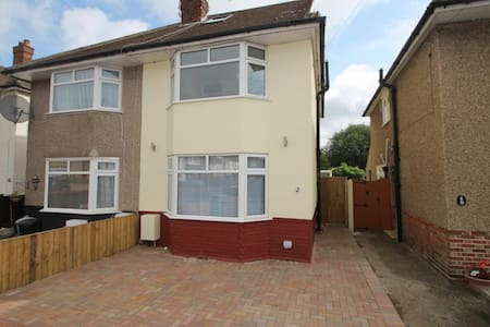 Luxurious Bedrooms Available - Feltham