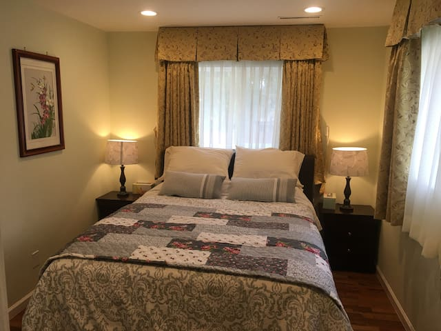 3rd bedroom with Queen size mattress & private shower-bathroom