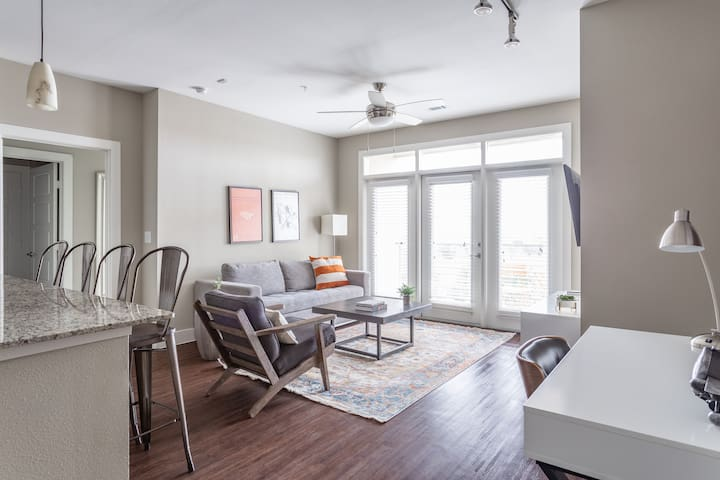 Locale | Austin Mueller | Stylish 2BR King Suite