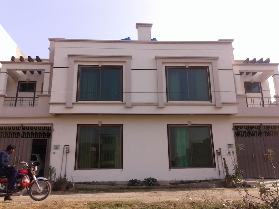 Vacation rental villas h user zur miete in ali view for Villa design in pakistan