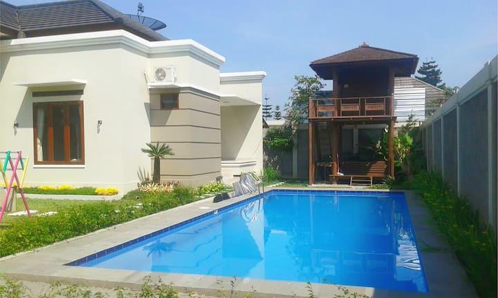 Mountain View Villa for Family, Cisarua, Puncak