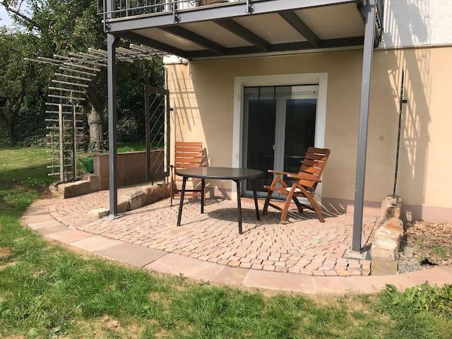 Ferienwohnung im Souterrain mit Terrasse