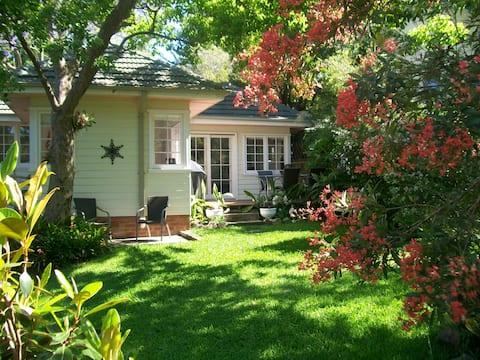 Manly Sunshine Cottage - quiet family retreat