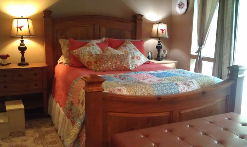 Elegant Master Suite at Riverfront Farm B&B