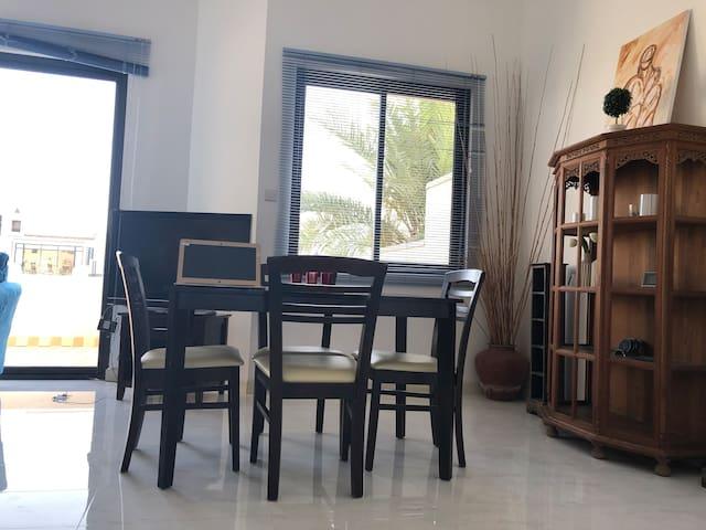 شقة مريحة بإطلالة مميزة فلوتنج ستي large balcony