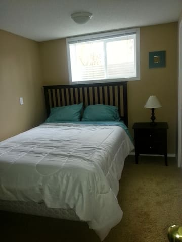 1BD near Grey Eagle Casino - parking provided - Calgary - Talo