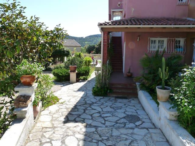 Location Haut de Villa à ROQUEFORT LA BEDOULE - Roquefort-la-Bédoule - Casa