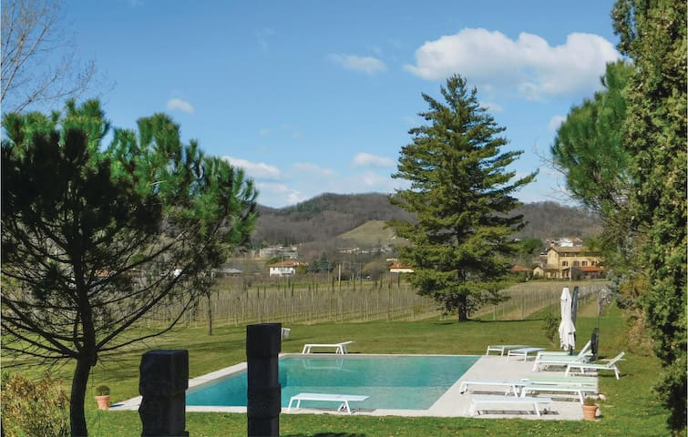 Holiday apartment with 2 bedrooms on 65 m² in Corno di Rosazzo (UD)
