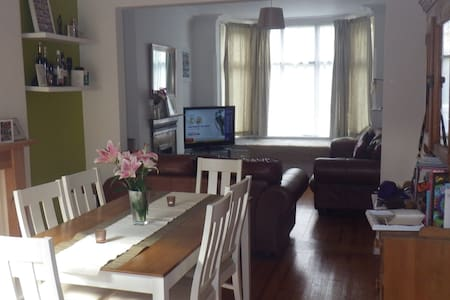 Lovely 3 bed, 1 min to Trent Bridge - West Bridgford - Rumah