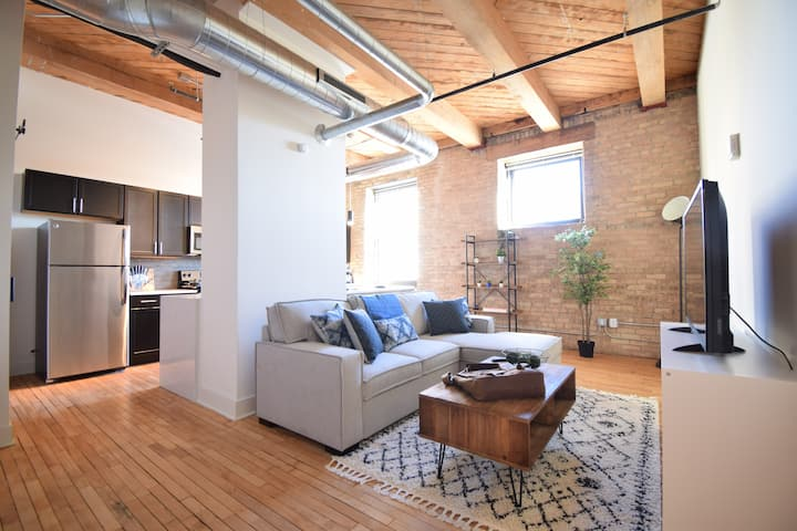 Industrial Loft w/King Bed- 3rd Ward/Walkers Point