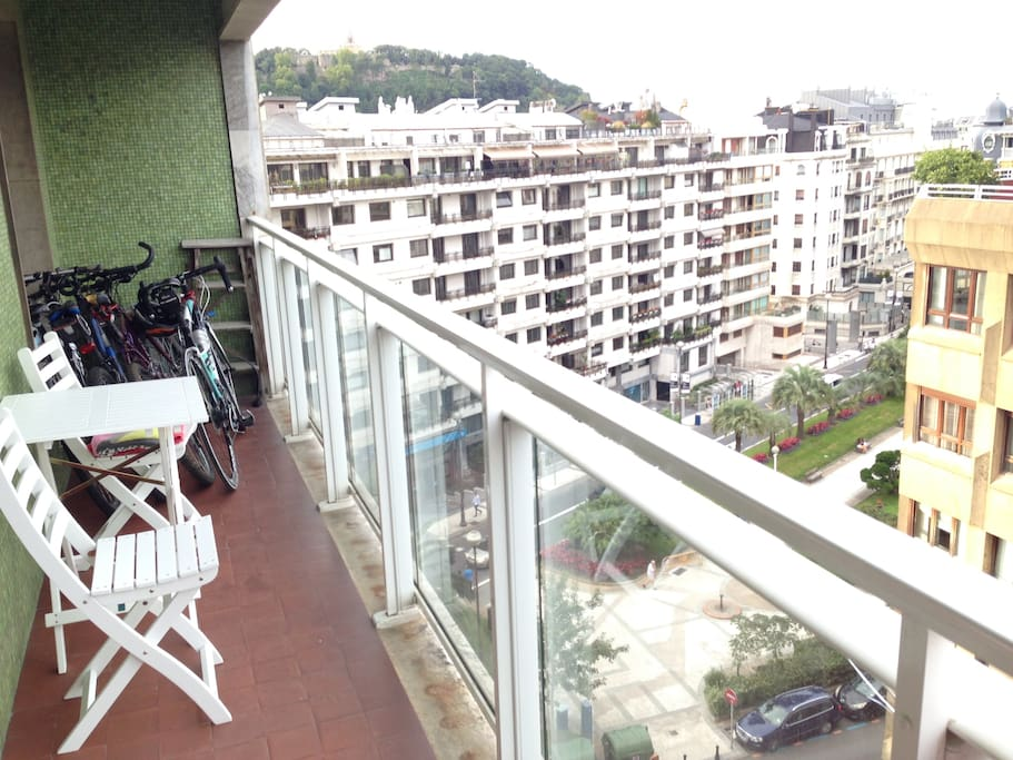 Wide terrace - Espaciosa terraza para disfrutar