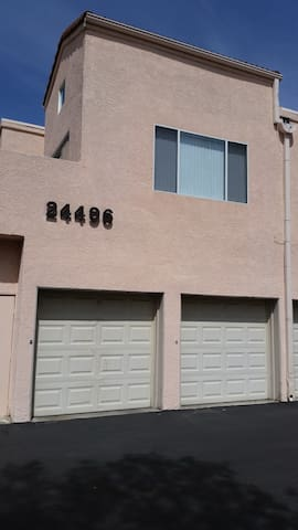 Newhall condo 2bed/2bath 819 square ft. Newhall,CA