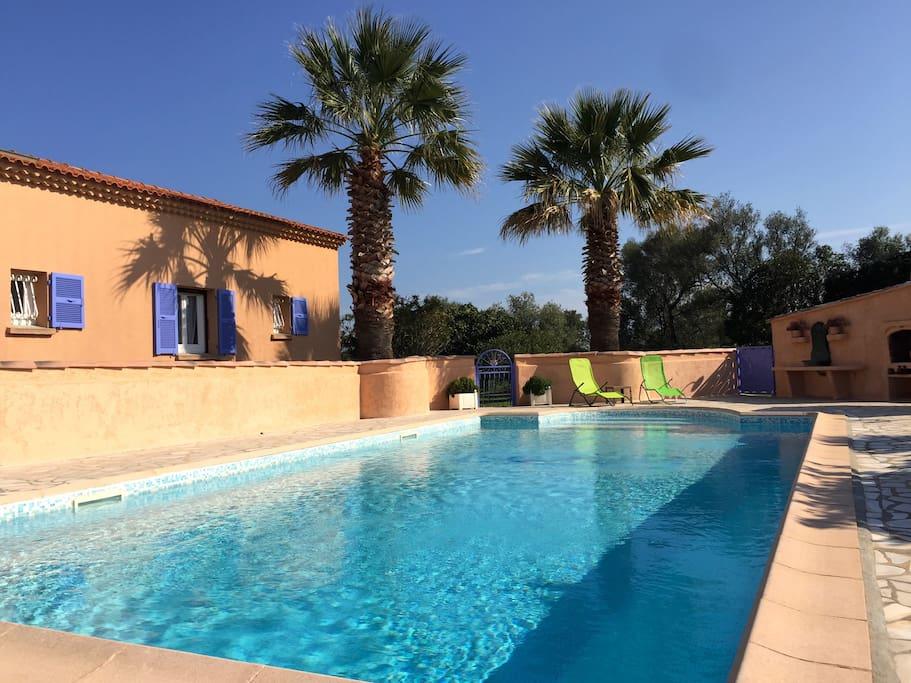 Mini villa 39m2 avec piscine 2 kms de la mer nes for Piscine 5575