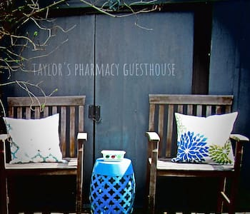 Taylors Pharmacy Guesthouse (apartment)