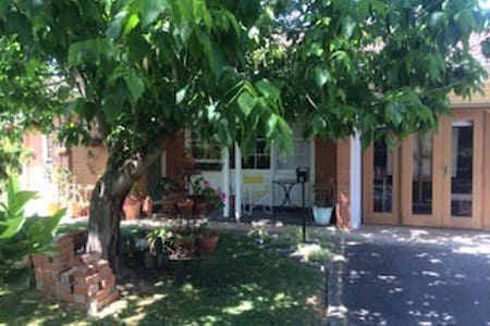 Garden setting close to CBD - Millswood - Wohnung