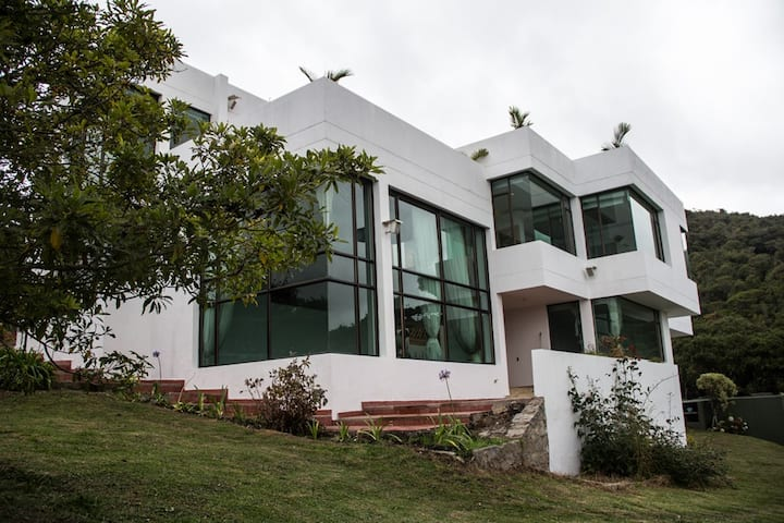 Beautiful, Modern and Big House in Sindamanoy