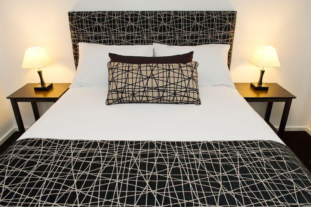 2nd Queen bedroom, good size & built in robes