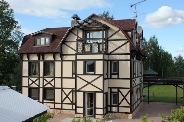 Трехэтажный коттедж в Сосново - Sosnovo - Casa