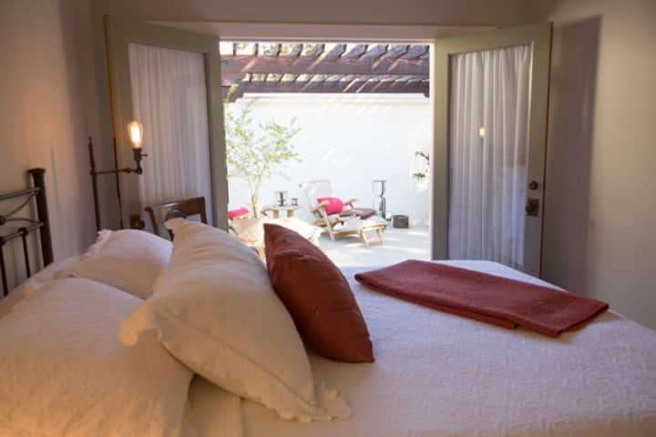 """The Nest"" Guest Cottage Downtown Ojai"