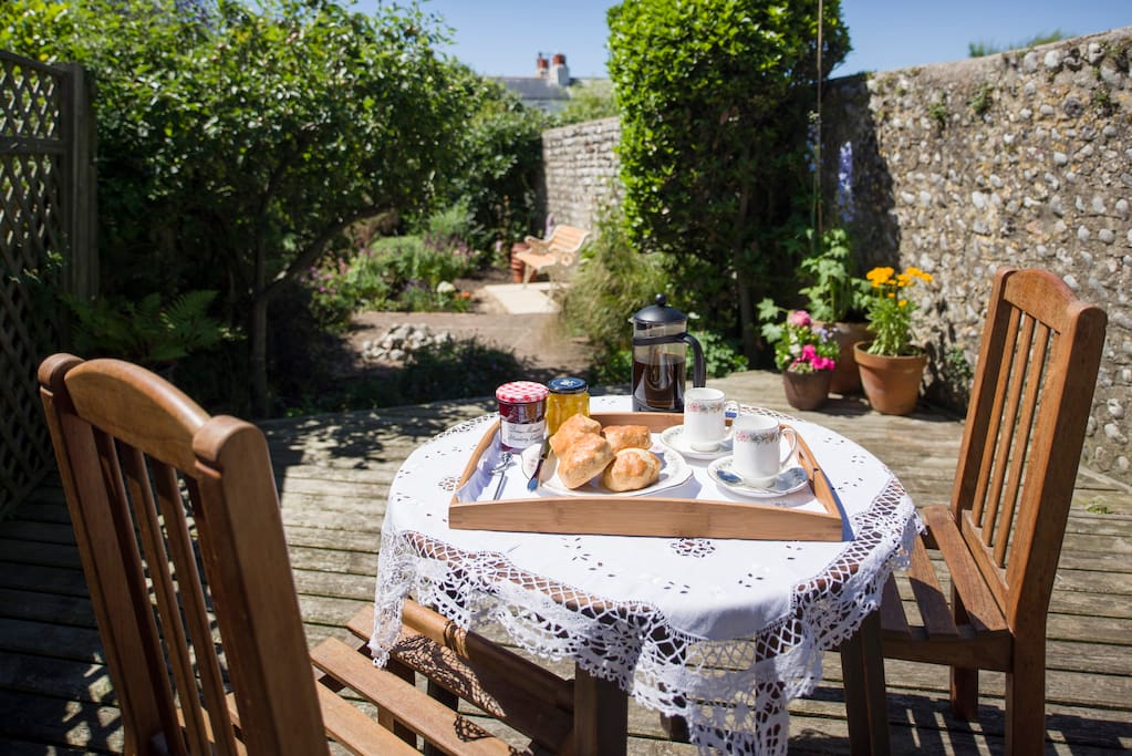 Flint walled garden, beautiful sheltered spot, ideal for a Sussex cream tea whilst listening to the sound of the waves