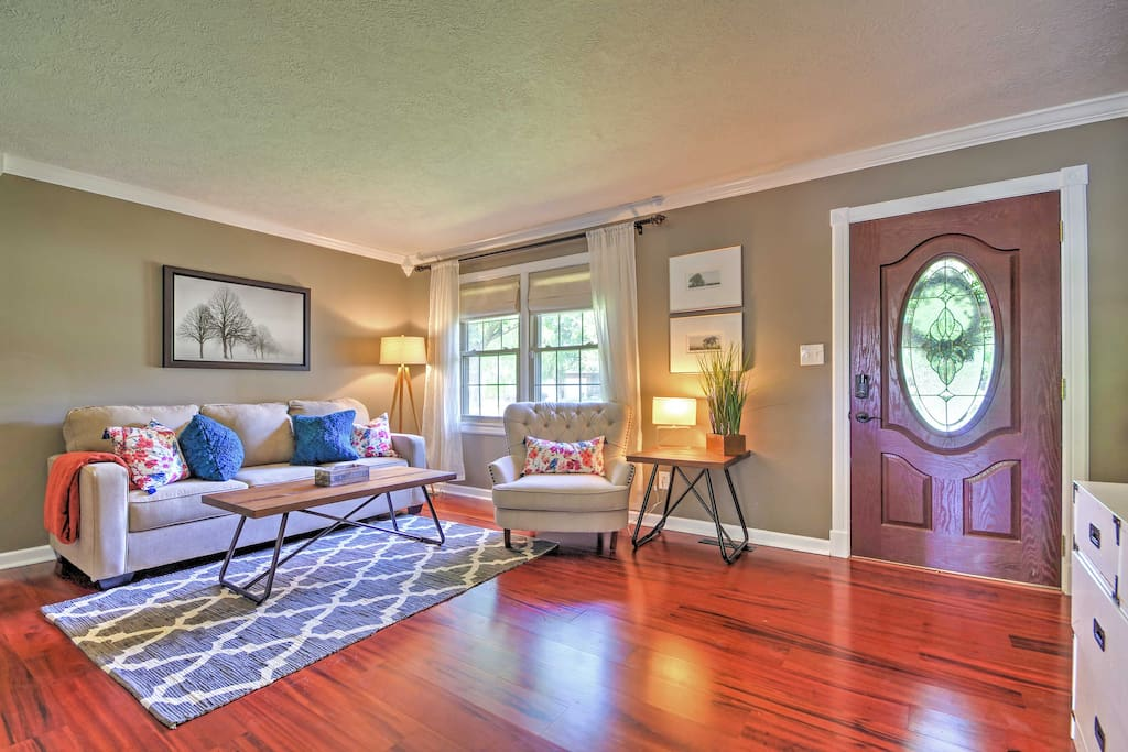 Relish the home's hardwood floors, open-concept layout, and comfortable furnishings!