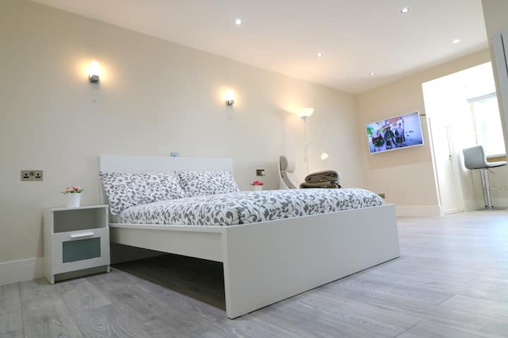 Brand New & Modern Apartment in Hounslow 19245