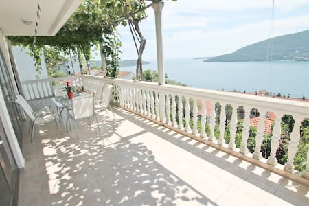 Modern house with excellent seaview, 6 bedrooms - Herceg - Novi - Hus