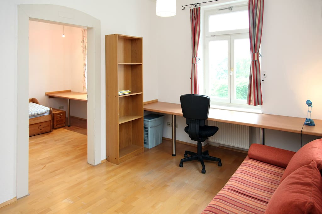 Your appartment is in on the 1st floor. Ihr Wohnung ist in der ersten Etage.