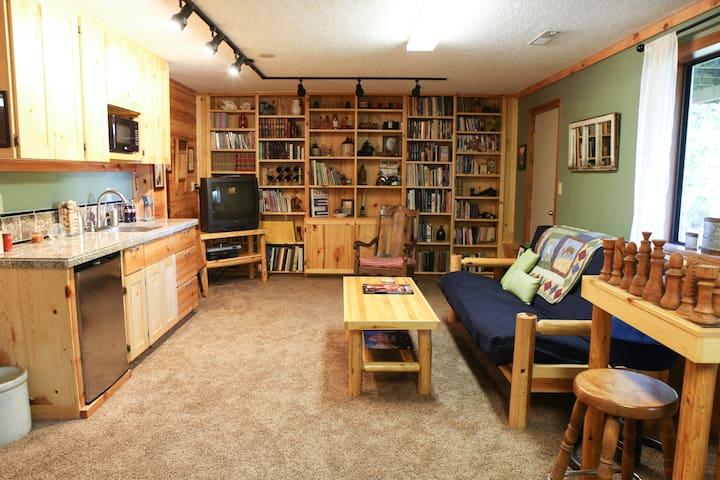 Knotty Pine Getaway - Gresham - Haus