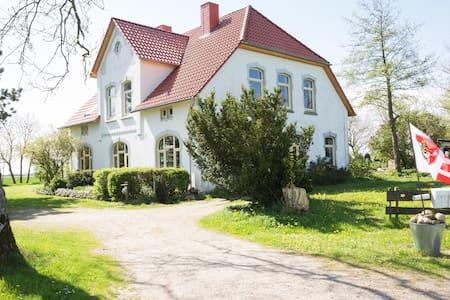 Ferienwohnung, Garten mit Badeteich - Appartement