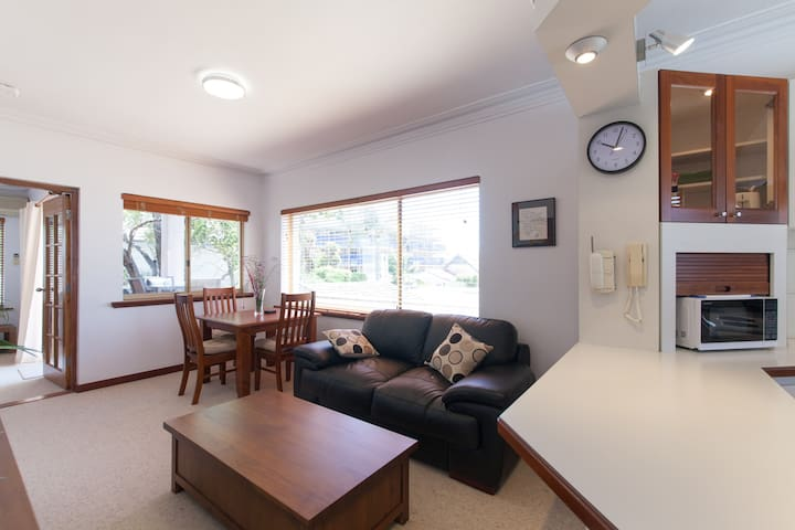 Fabulous self contained apartment - South Perth