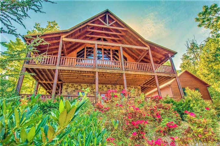 PRIVATE ESTATE CUSTOM LOG CABIN WITH THEATER-4/4.5 - Sevierville