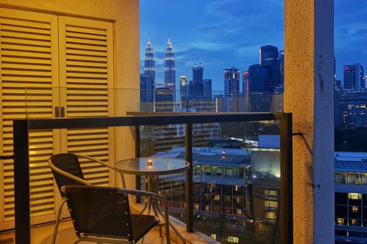 [231] KLCC view, near MRT, Bukit Bintang, 100Mbps