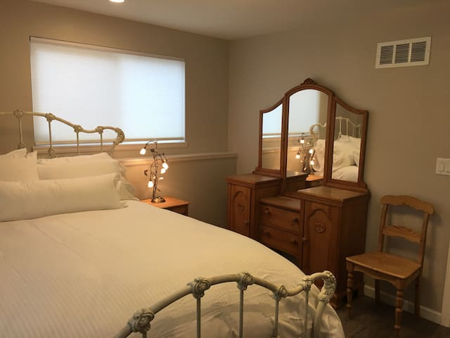 Private living rm, bdrm & bath, great access to CU - Louisville - Dom