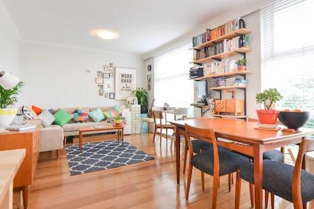 Gorgeous mid-century apartment! - Carlton - Byt