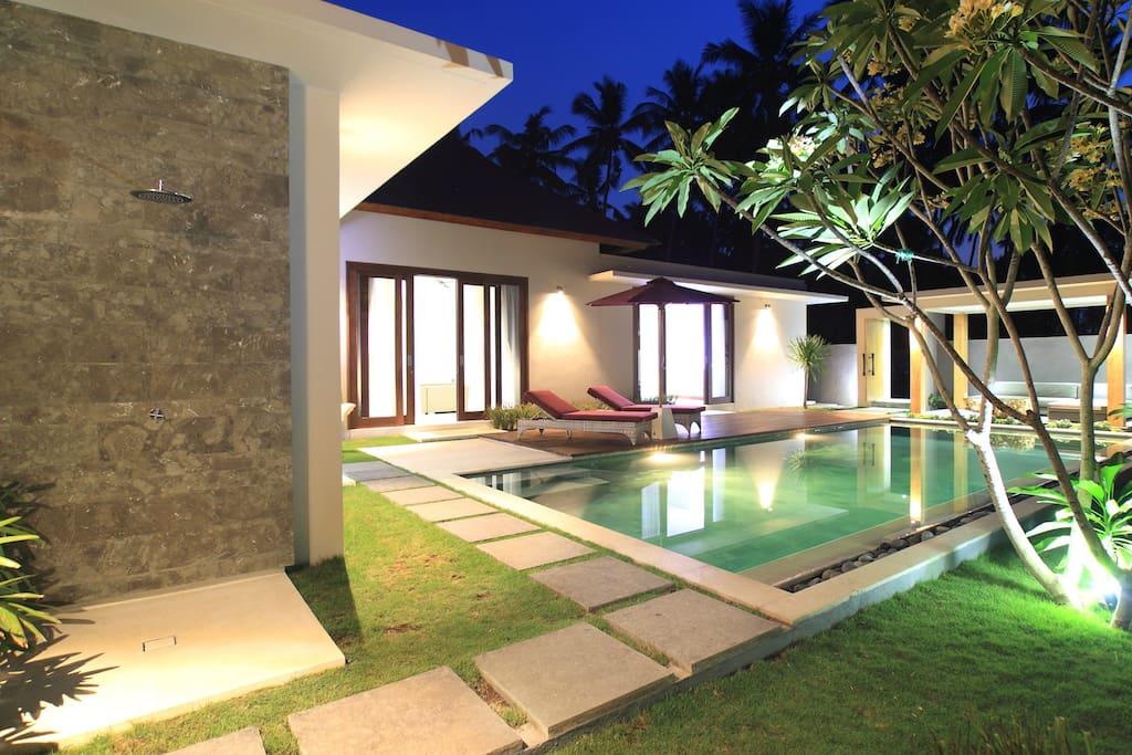 Luxury two bedroom villa in lombok ville in affitto a for Ville arredate moderne