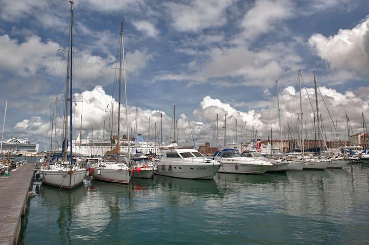Boat & Breakfast, sleeping on the water