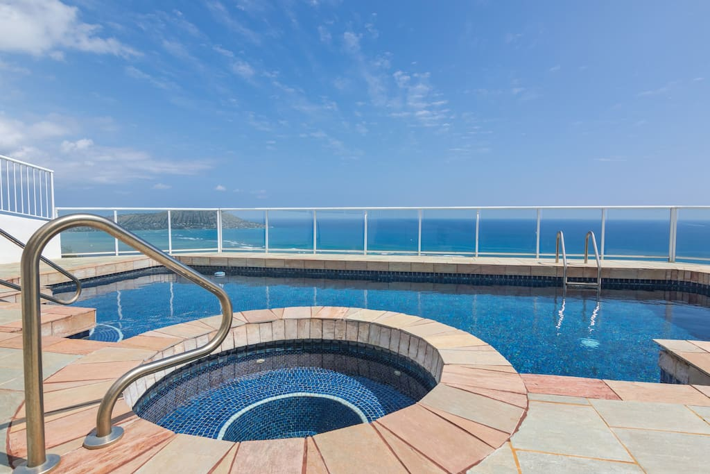 AMAZING VIEWS OF THE PACIFIC OCEAN. SLIP INTO THE OCEAN FROM THE POOL