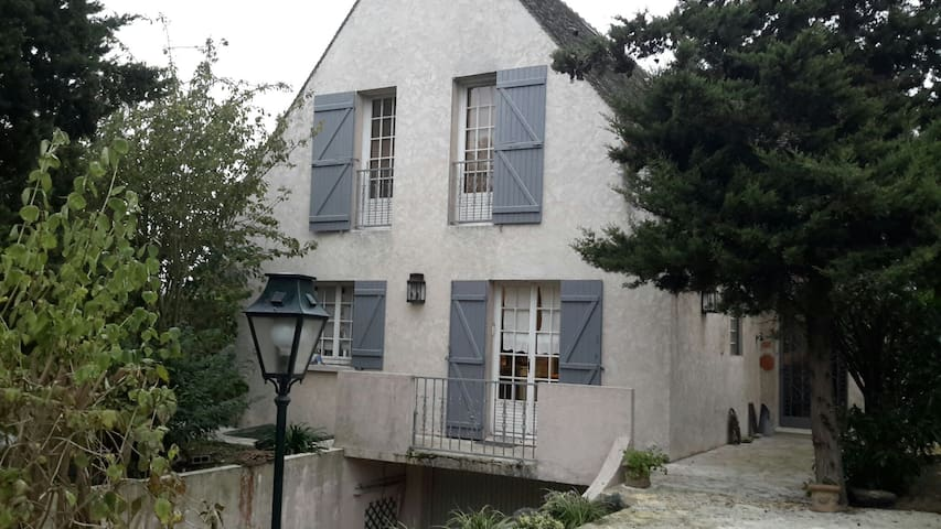 Welcome to the Impressionists - Croissy-sur-Seine - House