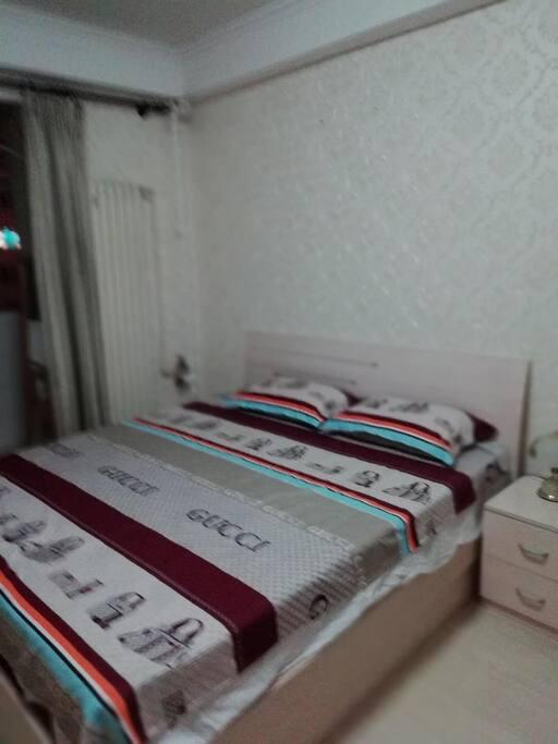 主卧室床1.8*2m