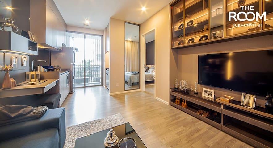 Cozy Designer Living Room Area -