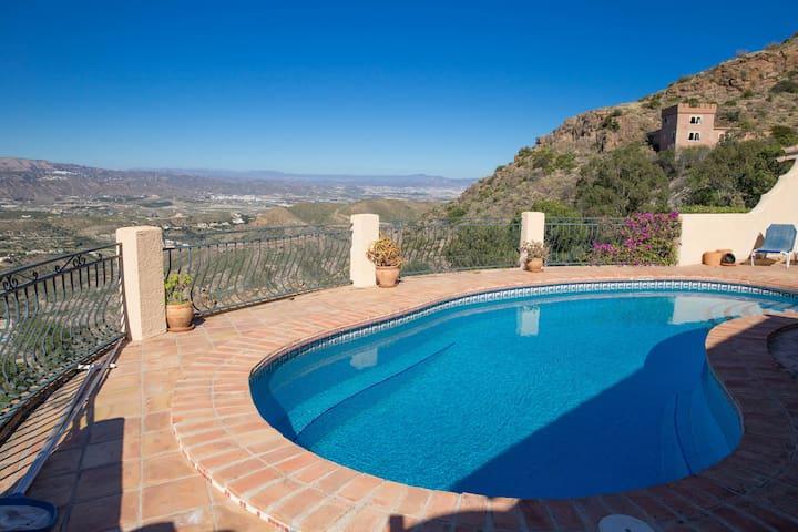 Villa Mariposa 4 Bedrooms, Private Pool