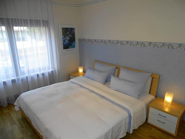 Schlafzimmer mit Doppelbett 1,80X2m und sehr guten Matratzen