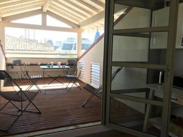 Loft avec terrasse de toit à 250 m des Arènes.