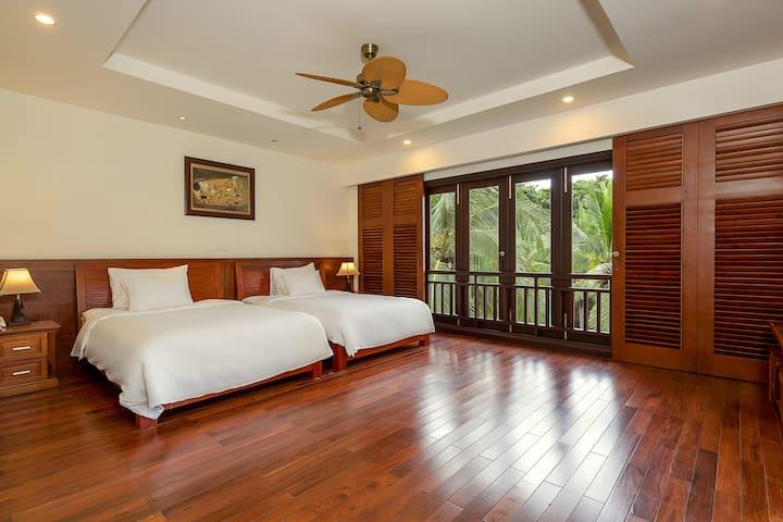 Twin beds - bedroom 2 - bathroom - bathtub