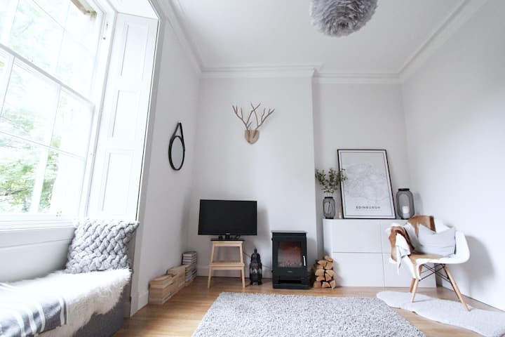 Cosy New Town Apt 10 Minutes Walk from Princes St.