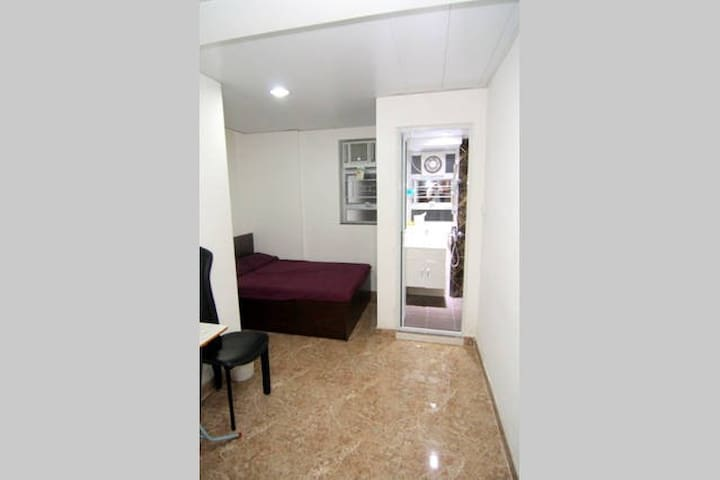 Spacious double room near MTR *1 - Hong Kong - Apartament
