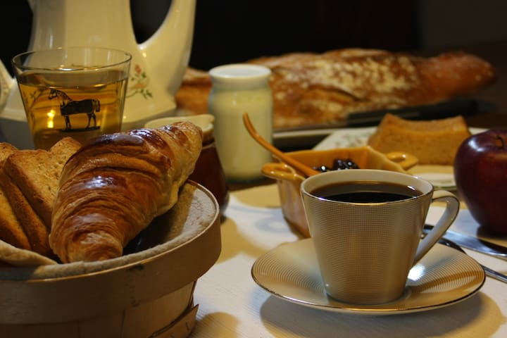 Petit déjeuner inclus, produits maison et locaux